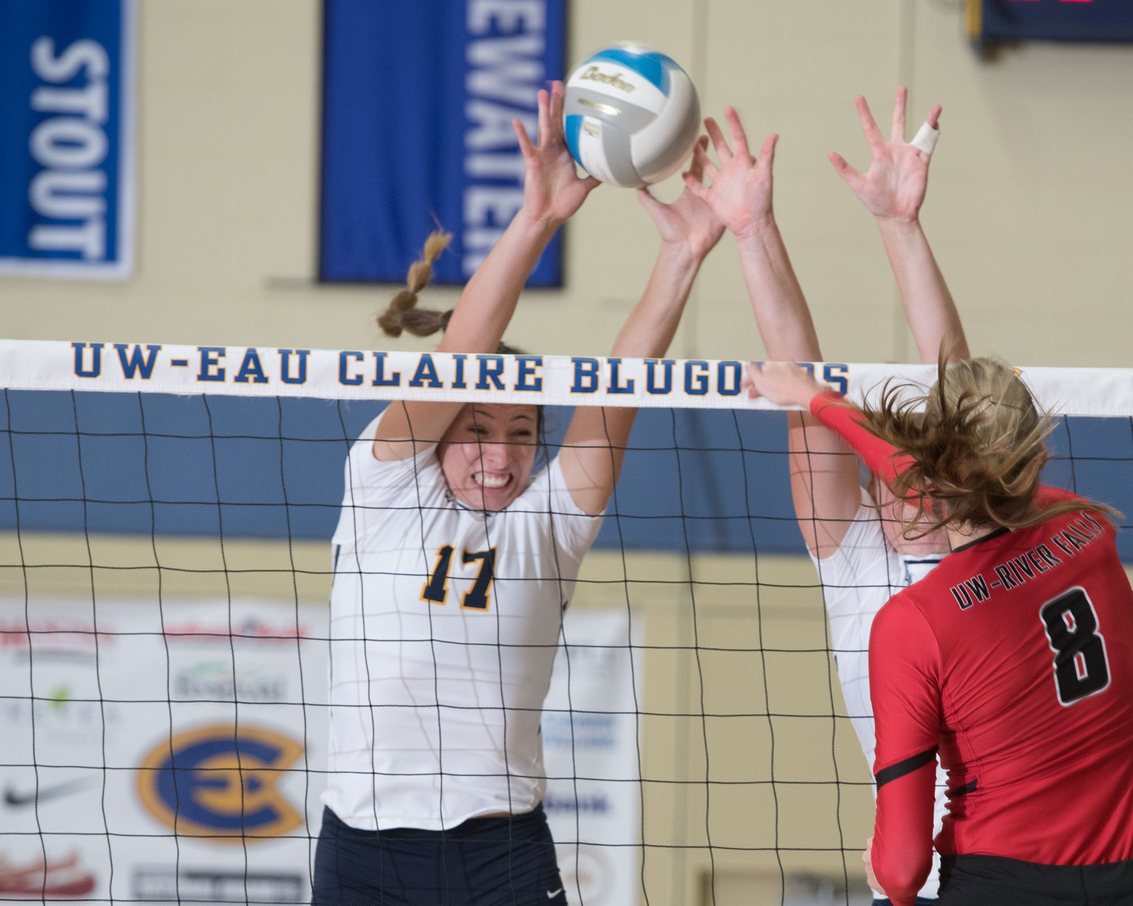No. 15 Blugolds fall to No. 8 Chicago, defeat Millikin