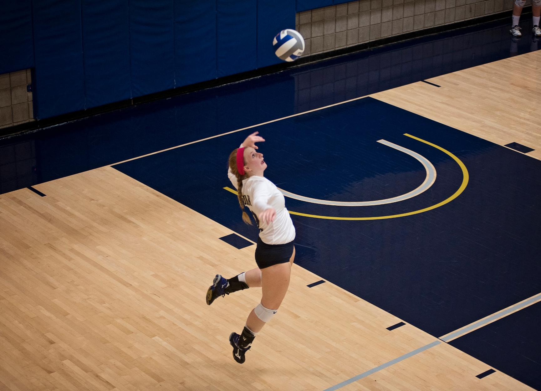 Volleyball Holds Off Becker, 3-2