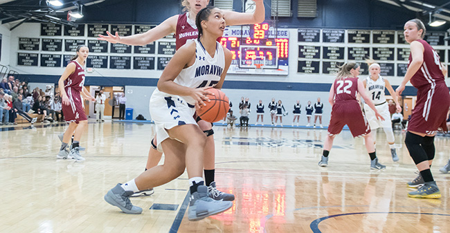 Nadine Ewald '20 drives to the basket versus Muhlenberg College in Johnston Hall in November 2017.