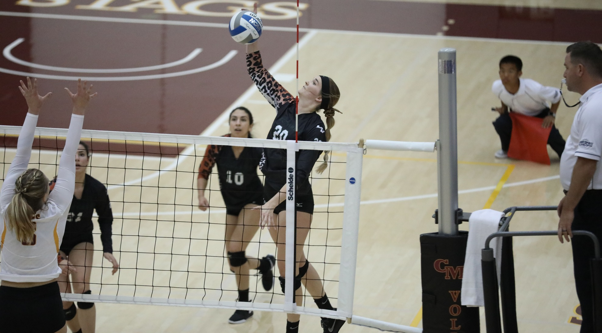 Volleyball falls to CMS in SCIAC Semifinals