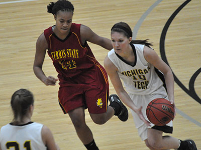 FSU's Tiara Adams pursues the ball at Michigan Tech (Photo by Rob Bentley)