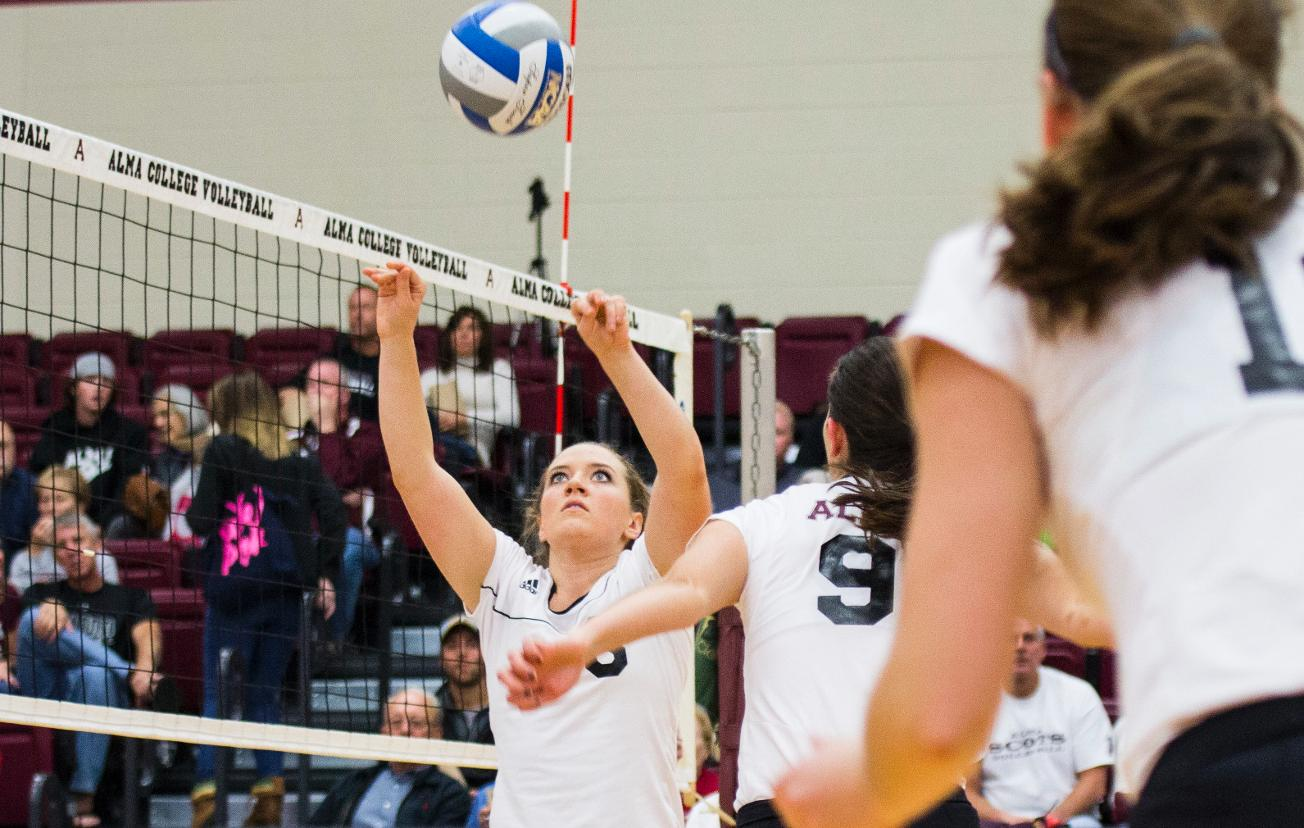 Volleyball loses two 3-0 matches to University of Chicago and Elmhurst on Friday