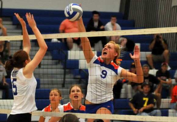 Volleyball Wins First Match of Season at Colby Sawyer