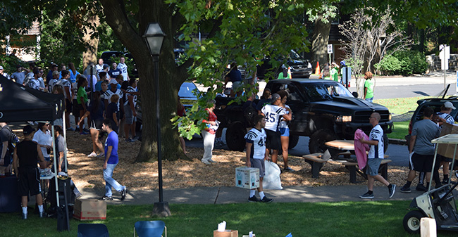 Moravian's fall student-athletes helping unload vehicles in dorm circle as part of 2017 Freshman Move In Day.