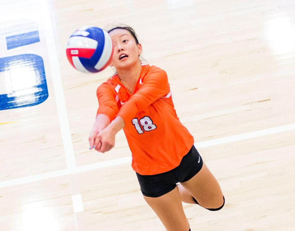 Volleyball Plays 10 Sets on MSOE Invite Opening Day