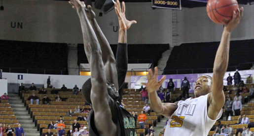 Golden Eagles edge Coastal Carolina behind Dillard double-double and defense