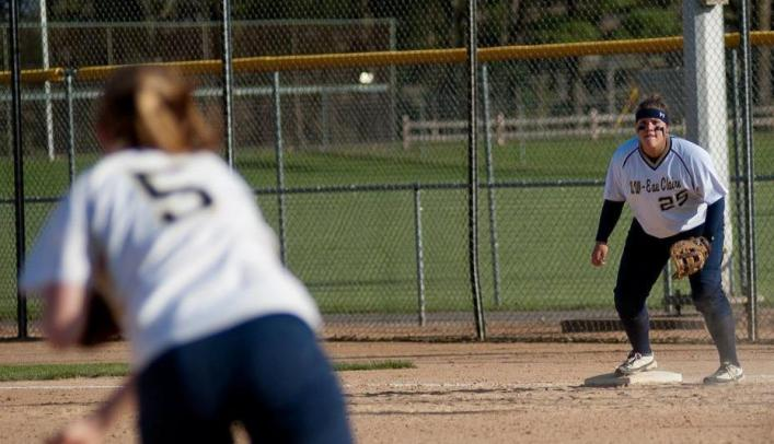 Softball Beats Superior Twice; Win Streak Now at Eight