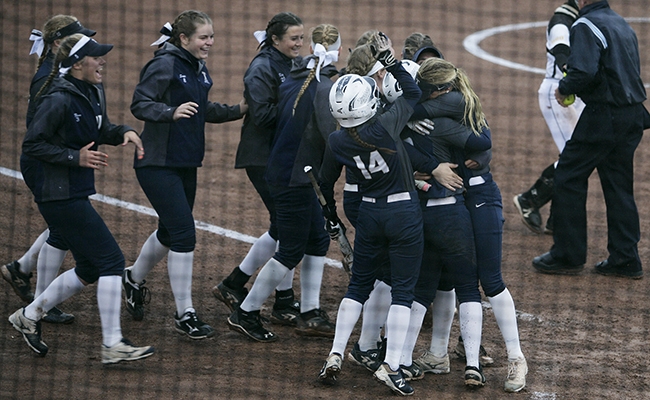 McCue's Walk-Off Gives Thunder Win in Super Regional Opener