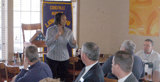 Messer talks basketball with the Cookeville Lions Club