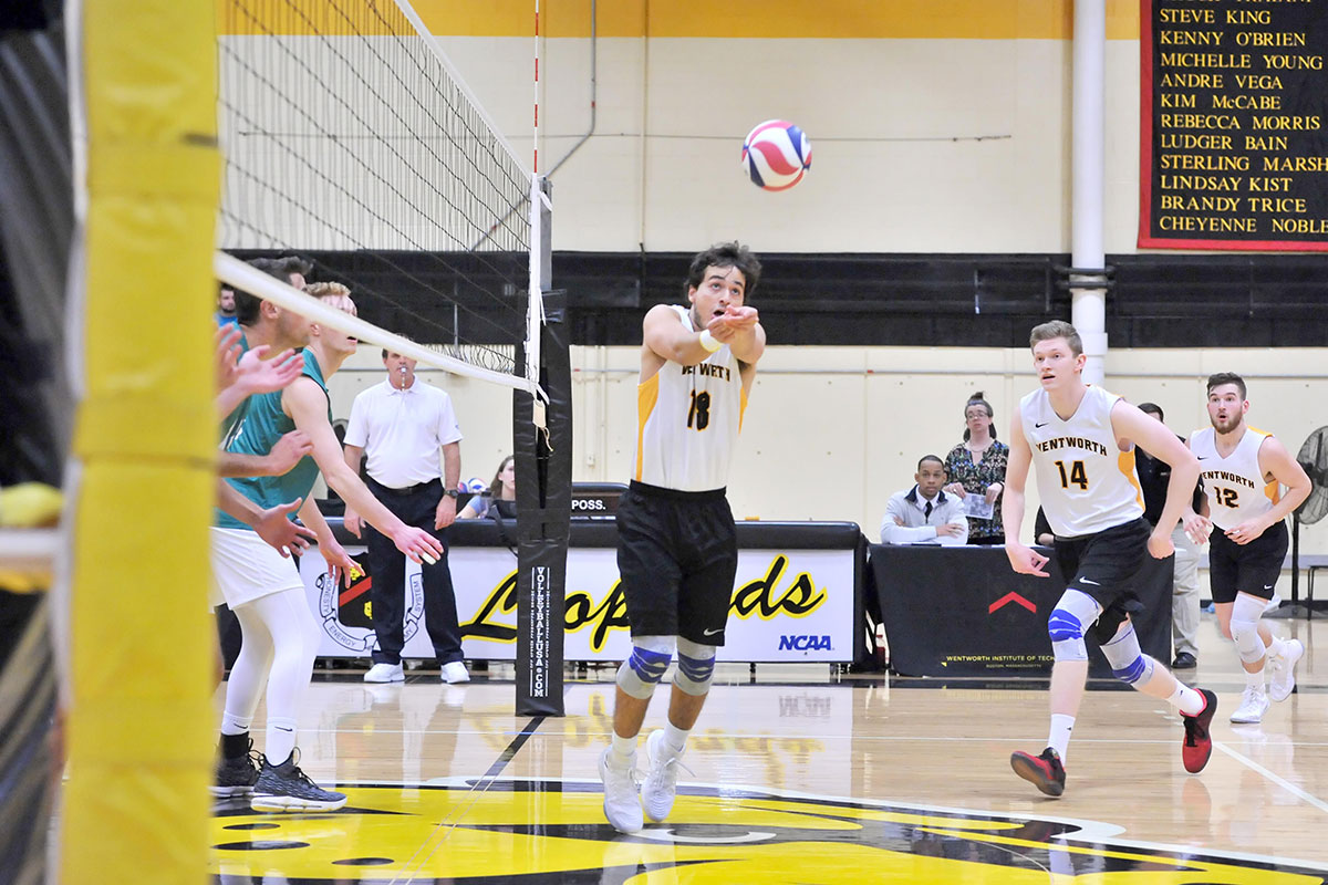 MIT Holds Off Men's Volleyball