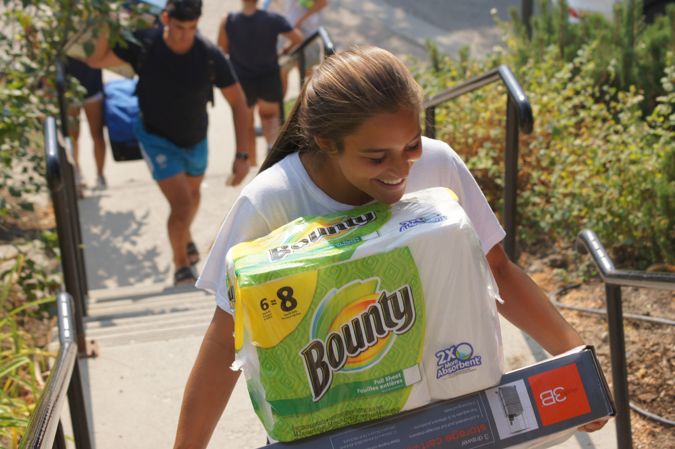 Heat athletes lend hand, sweat on Move-in Sunday