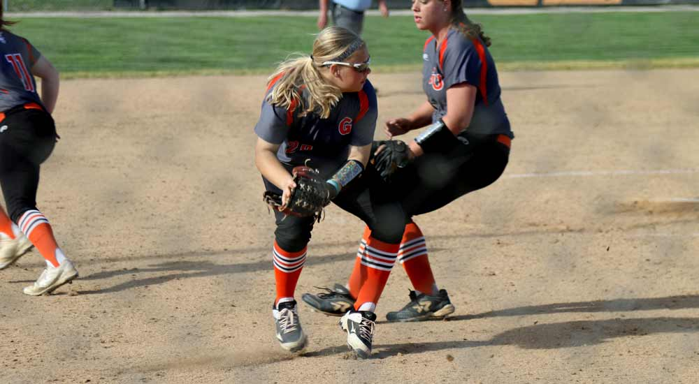Softball ends spring trip with split on final day