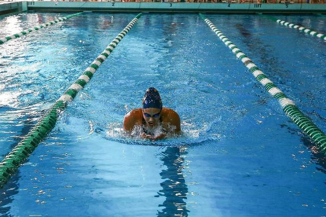 Amanda Loya places 12th in 200-yard IM