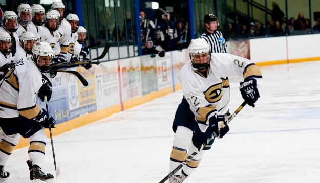 Men's Hockey Rush Past Royals
