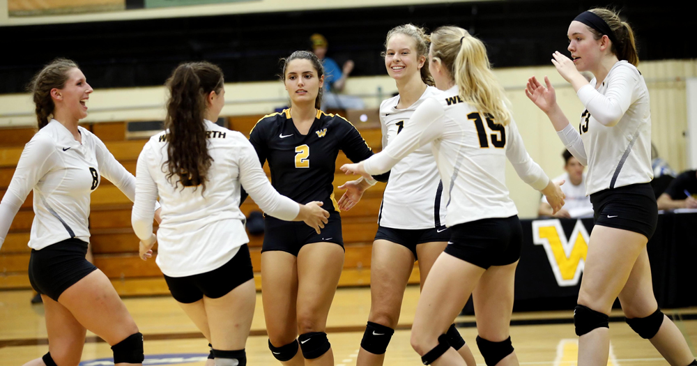 Women's Volleyball Finishes Regular Season with Non-Conference Split