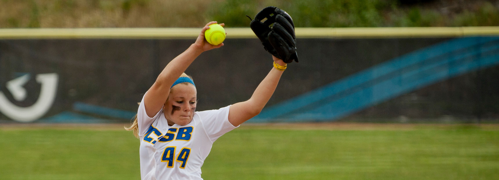 Gauchos Sweep Day One of Fresno State Kick-Off