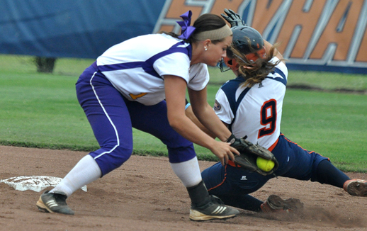 Samanta Everett tags a runner at second. Photo by Trevor Ruszkowski