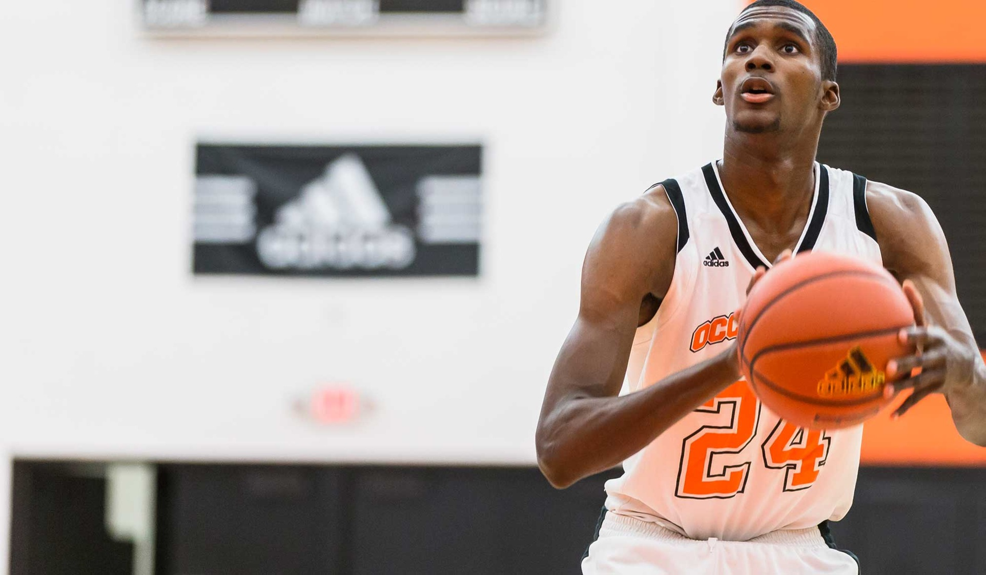 Baines Leads Oxy Past La Verne