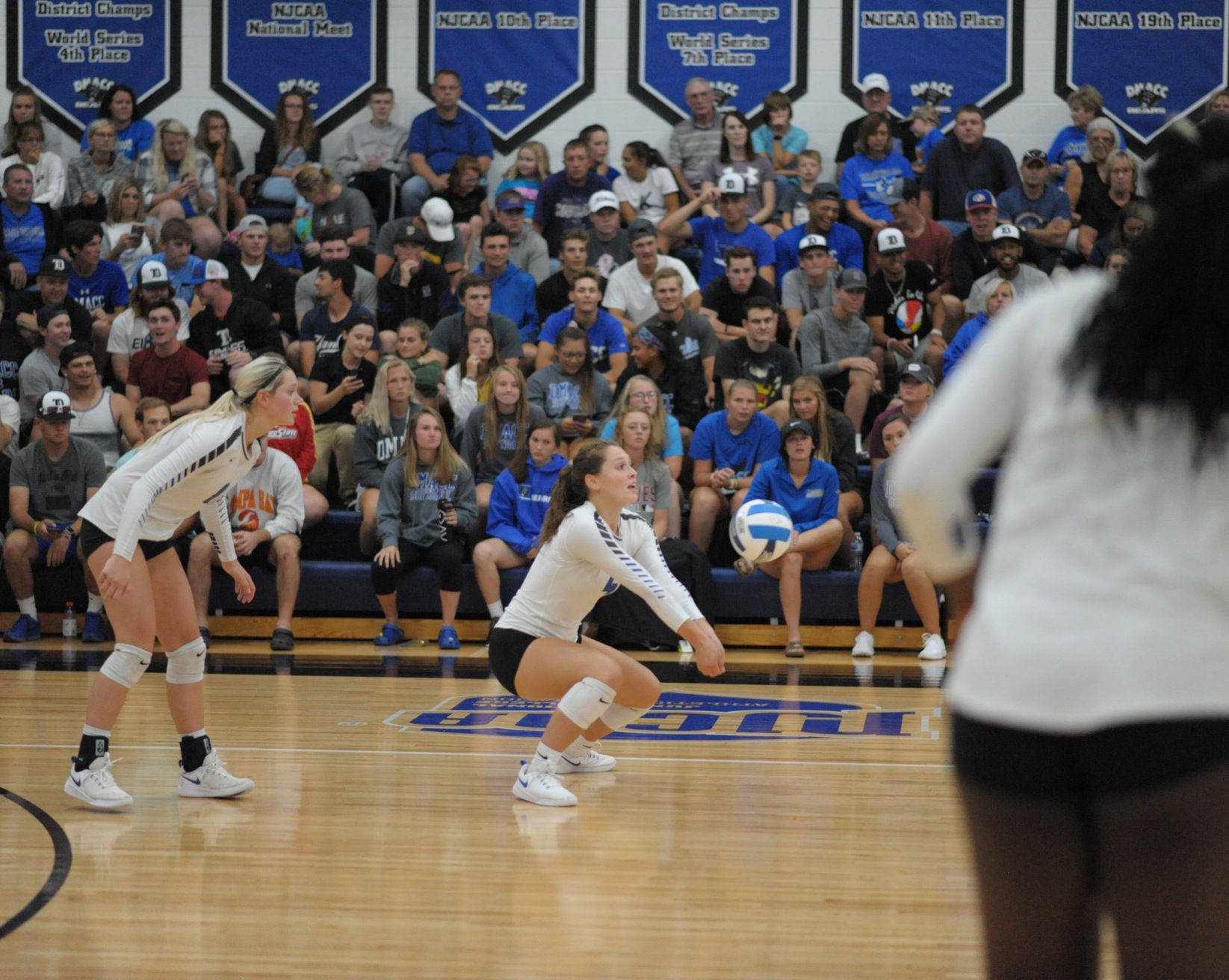 DMACC volleyball team splits four matches in Johnson County Volleyball Challenge