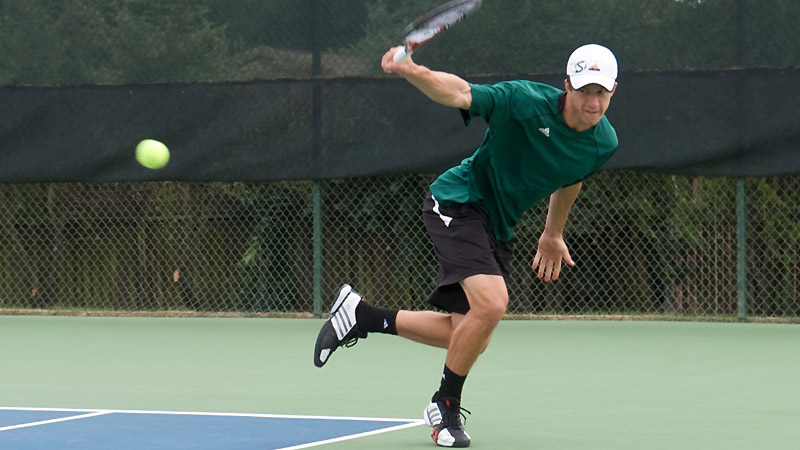 MEN'S TENNIS SPLITS A PAIR OF CONFERENCE MATCHES ON THE ROAD