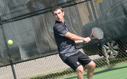 Senior David Teres improved to 4-1 in conference singles play with his victory at No. 1 singles on Saturday.