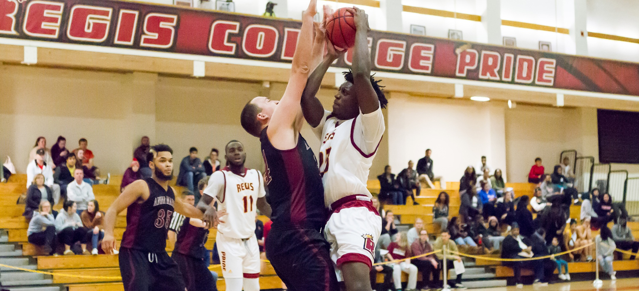 Men's Basketball Falls At JWU In League Finale