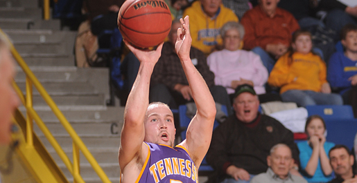 Davis torches the nets but Golden Eagles fall at Morehead State