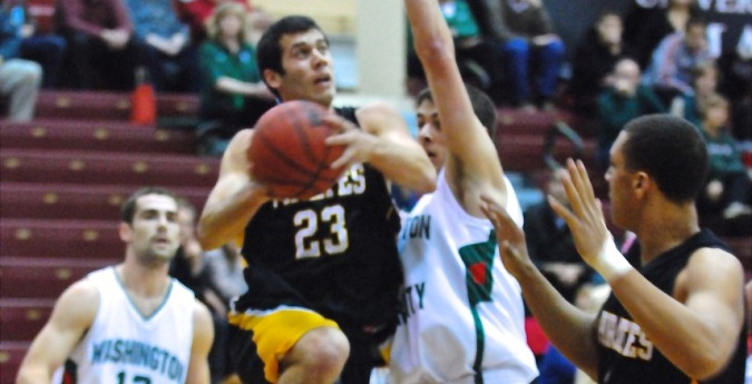 Men's Basketball Pulls Out Win to Open Conference