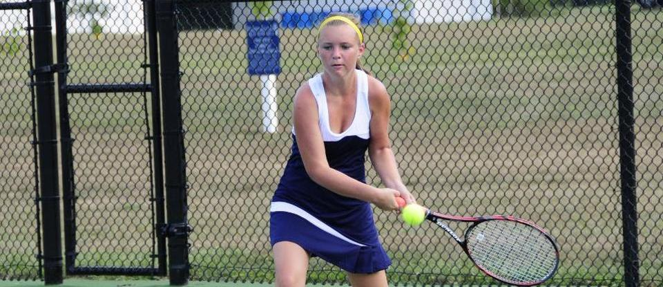 Women's Tennis Sweeps Earlham 9-0
