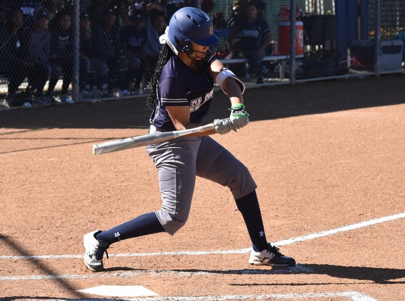 Softball Scores Seventh Straight Victory