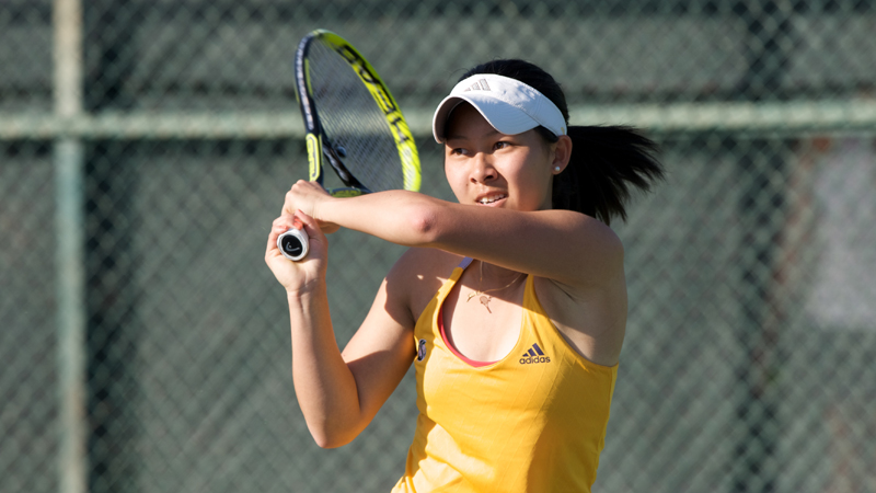 WOMEN'S TENNIS EDGED BY No. 68 SAN JOSE STATE 4-3