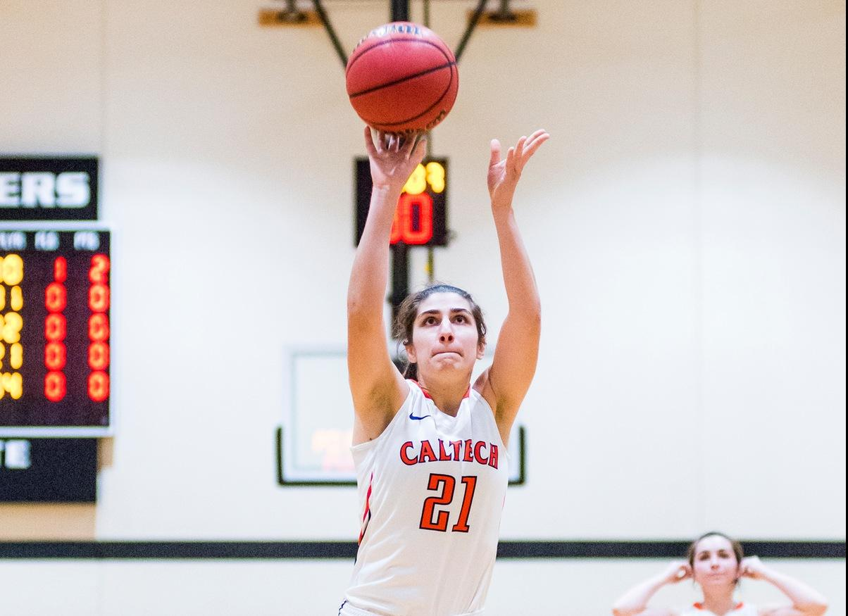 Women's Basketball Nabs First SCIAC Win at Pomona-Pitzer