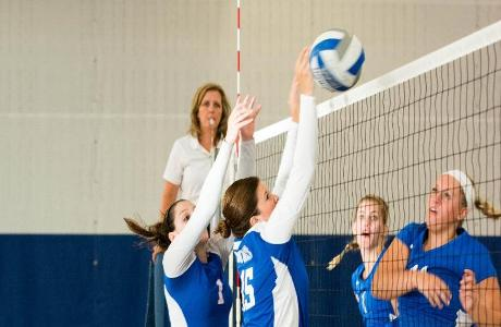Volleyball Finishes First NEAC Weekend at 2-2