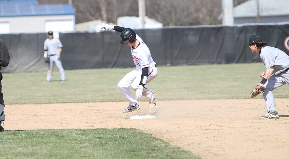 Baseball grabs sweep over Fitchburg State