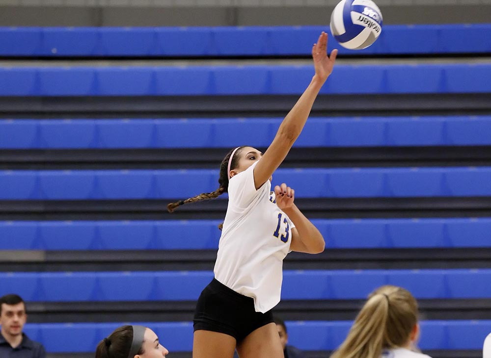 Women's Volleyball Swept Twice at Wheaton Invitational