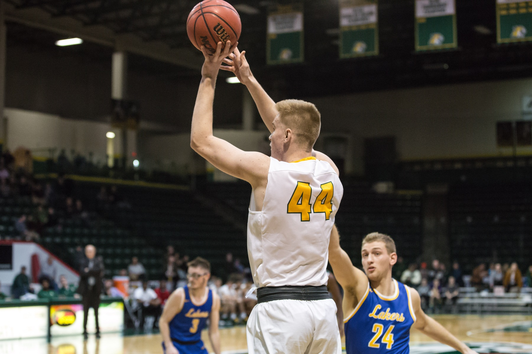 Late Rally Gives Wildcats Victory at LSSU