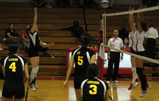 Women's Volleyball Takes Third at SJC Invitational