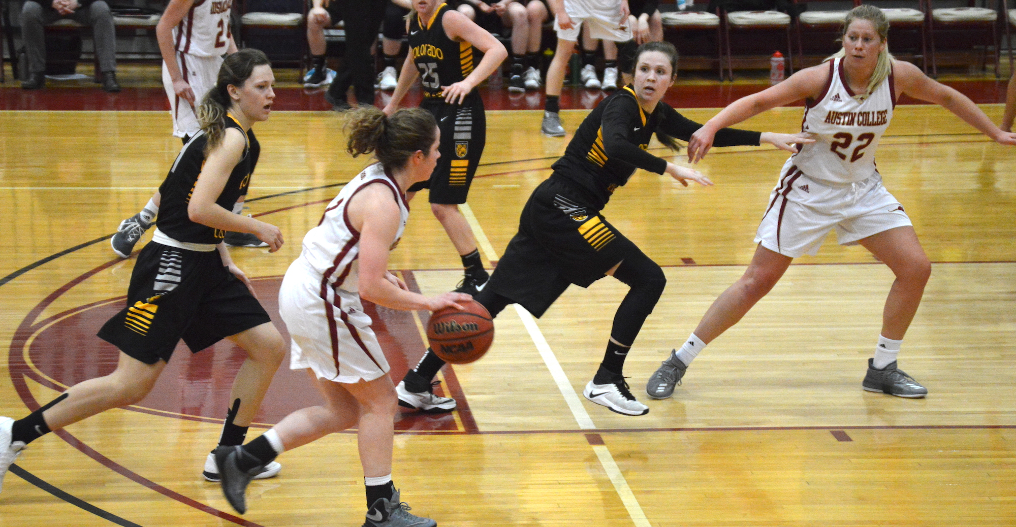 'Roo Women Overcome Cold Shooting to Top Colorado College