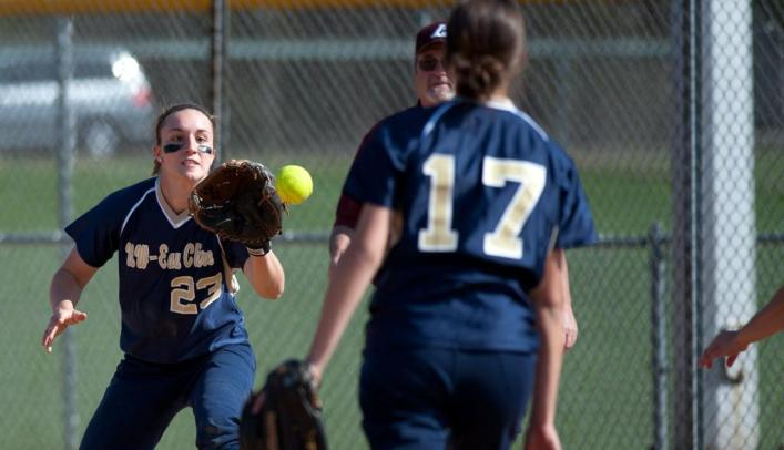 Softball Narrowly Falls, Then Wins Big on Third Day of Spring Break