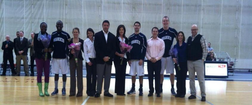 Men fall to #17 WashU on Senior Day, 76-60