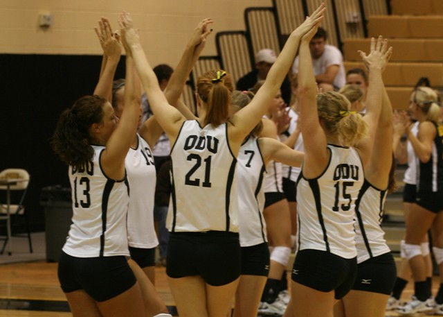 Volleyball Team Recognized With AVCA Academic Excellence Award