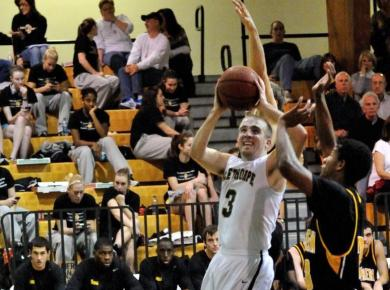 Dominant First Half Guides Lynx Past Petrels