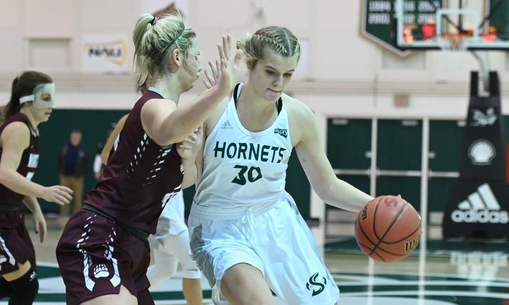 NICHOLAS RECORDS FOURTH STRAIGHT DOUBLE-DOUBLE AS WOMEN'S HOOPS HOLDS OFF EASTERN WASHINGTON, 73-70