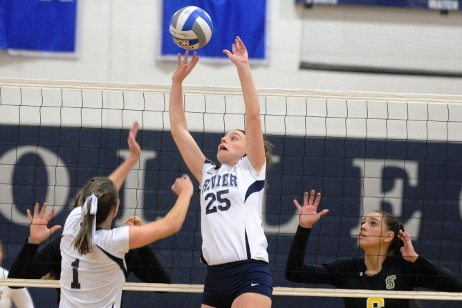 Women's Volleyball places 3rd in Springfield College Tournament
