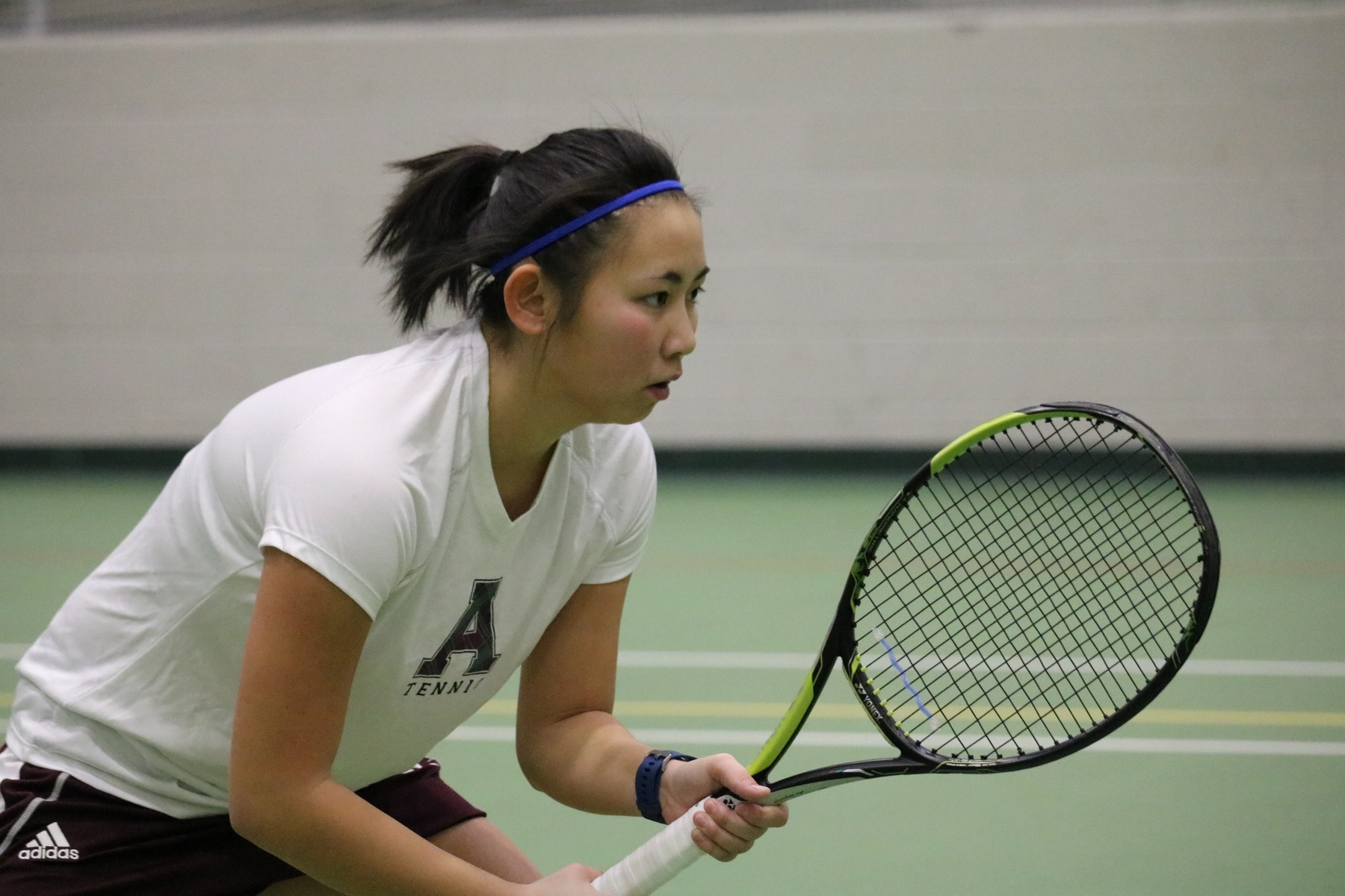 Women's tennis falls to Holy Cross, 5-4