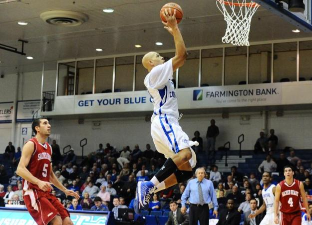 Men Win Second Straight, Top SHU 84-78