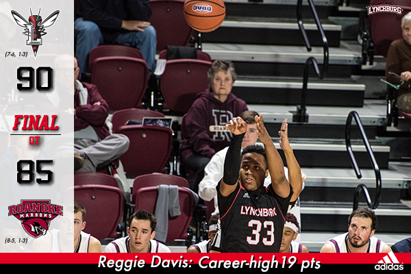 Reggie Davis shoots a 3-pointer.