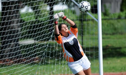 Women's Soccer Play to 0-0 Draw With Simmons