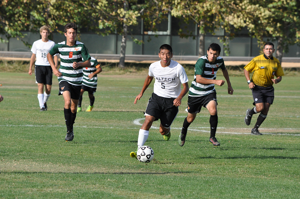 Caltech and Pomona-Pitzer Put on a Classic Soccer Show