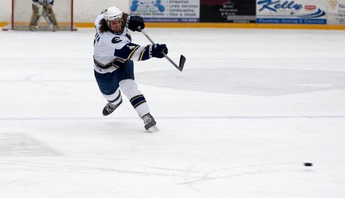 Men's Hockey Suffers Loss at St. Scholastica